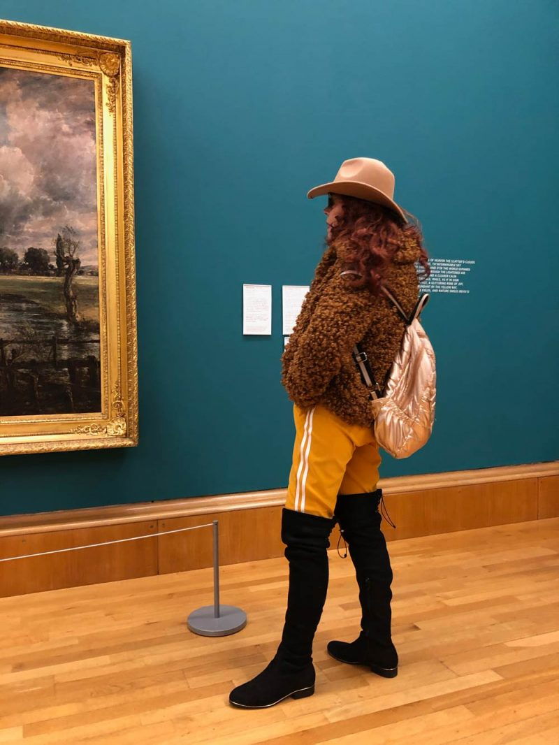 Woman in Tate Britain colour coordinated with the painting she is looking at